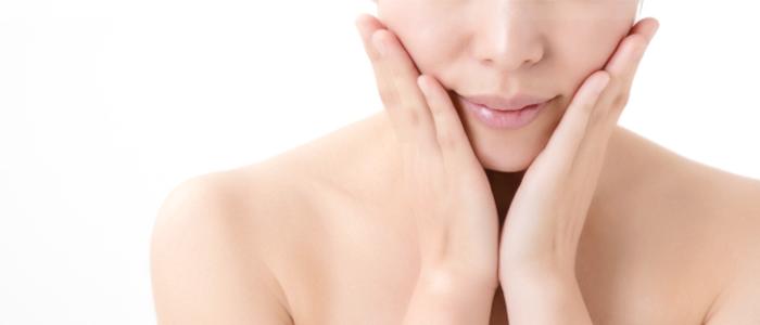 50代のお肌にあう基礎化粧品を使う時は、やさしく押し込む